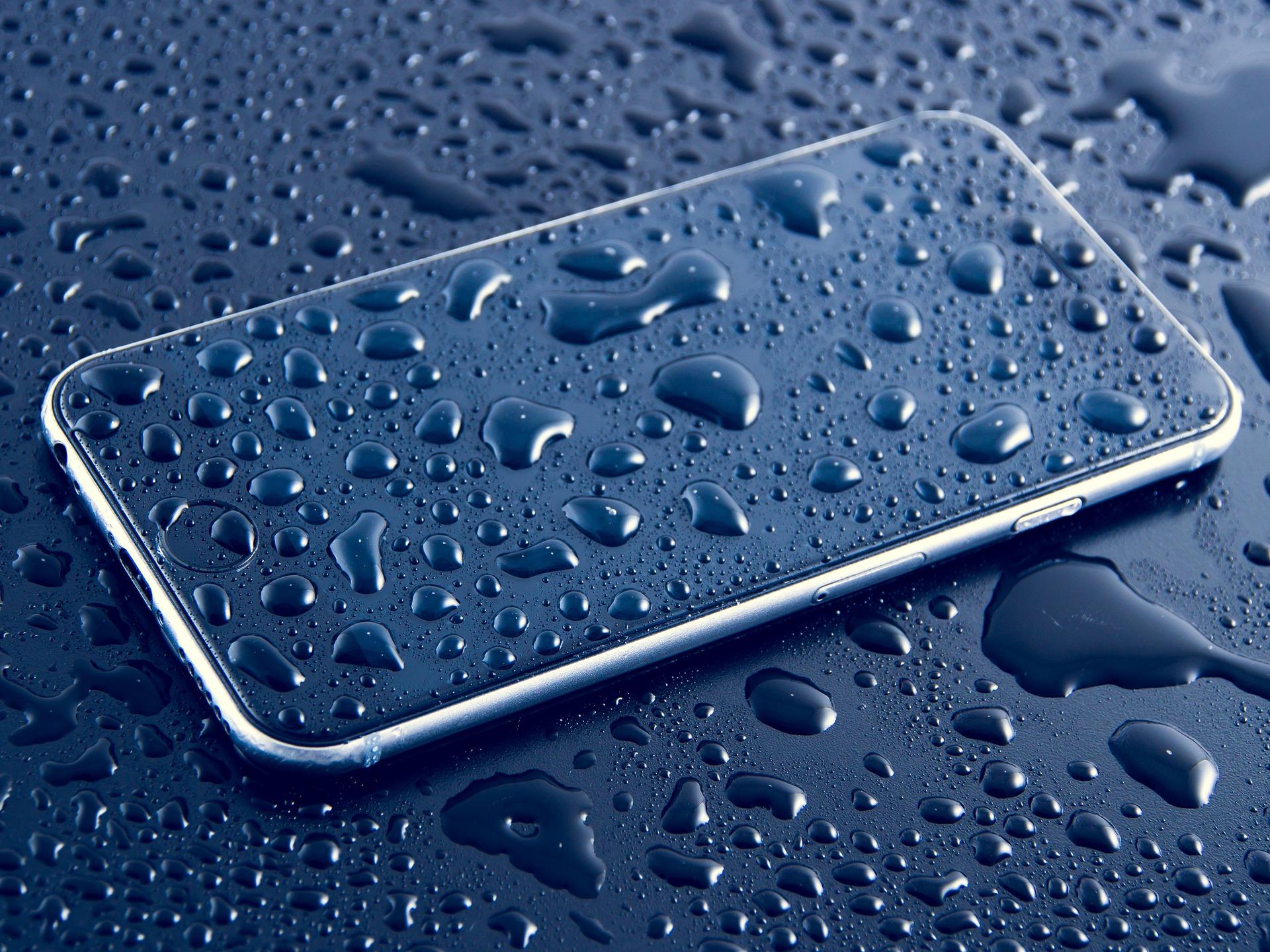 мокрый смартфон, испытания на IP